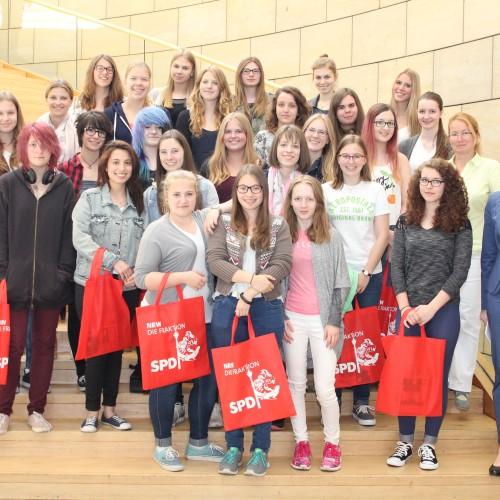 Diskussion mit St. Hildegardis-Schülerinnen im Landtag NRW