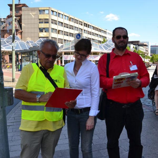 Sarah Philipp unterstützt die Auto-Club Europa (ACE) Handy Aktion