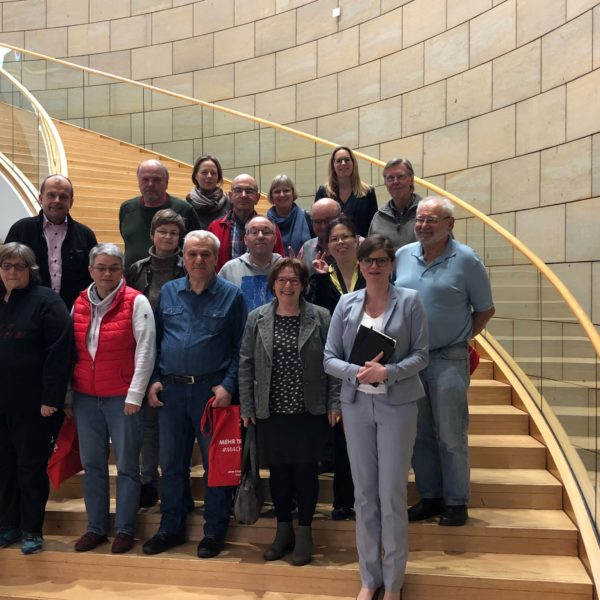Sarah Philipp begrüßt die Lebenshilfe Duisburg e.V. im Düsseldorfer Landta