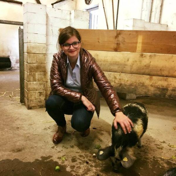 LokalKLick: SPD-Landtagsabgeordnete Sarah Philipp übernimmt Patenschaft für Kunekune Schwein im Duisburger Zoo