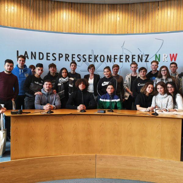 Sarah Philipp empfängt Gesamtschule Duisburg-Mitte im Landtag