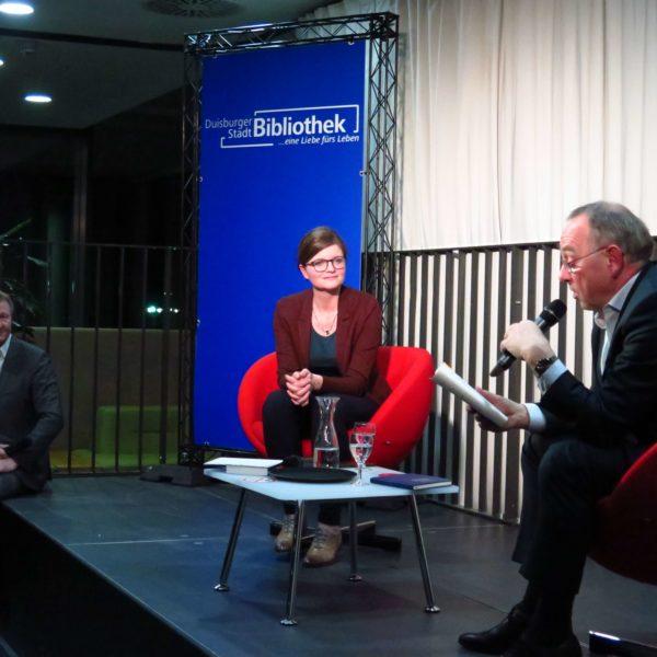 DiskutierBar: Ex-NRW-Finanzminister Norbert Walter-Borjans zu Gast in der Duisburger Stadtbibliothek