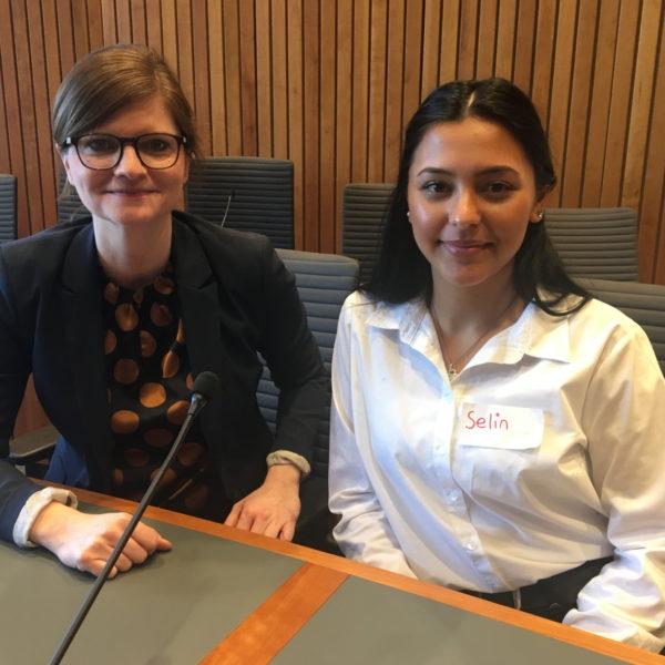 Schülerin des Steinbart-Gymnasiums zum Girls' Day der SPD-Fraktion im Landtag