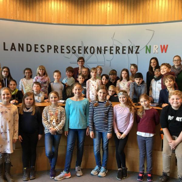 4. Klassen der Städtischen Gemeinschaftsgrundschule Großenbaumer Allee zu Gast im Landtag
