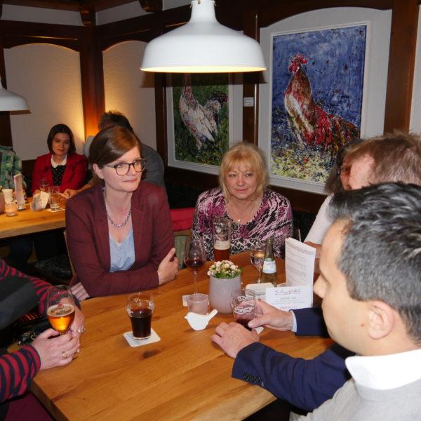 WAZ: Thekengespräche mit Bier und lokaler Politik-Prominenz