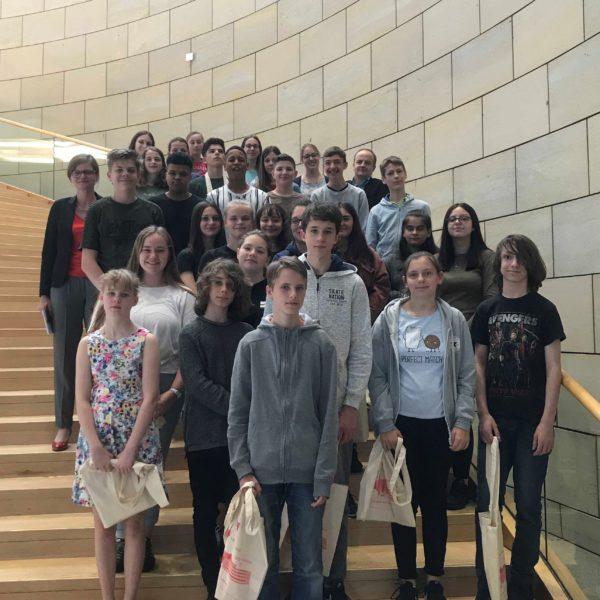 Besuch von der 8. Klasse des Steinbart-Gymnasiums im Landtag NRW
