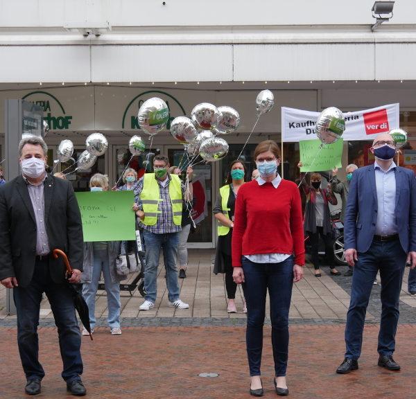 RP: Protestaktion der Beschäftigten vor der Duisburger Kaufhof-Filiale